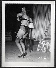 Buy BETTY PAGE SEXY SCORCHING R4EARVU POSE VINTAGE IRVING KLAW PHOTO 4X5 BP-60