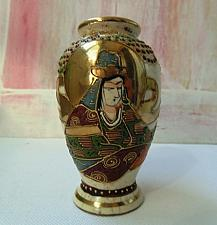 Buy Small Satsuma Japan Vase with Decoration and Stamp in Gold - Kinkozan Tsukuru? Light