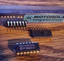Buy Lot of 22: Motorola MC74HC00N