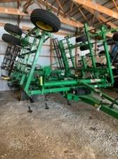 Buy 2011 John Deere 2210L Field Cultivator