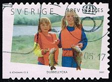Buy Sweden #2563c Girls Holding Fish; Used (1.60) (3Stars) |SVE2563c-04
