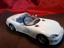 Buy Burago White Gray & Black Dodge Viper RT/10 1:24 scale Made in Italy Quality Car