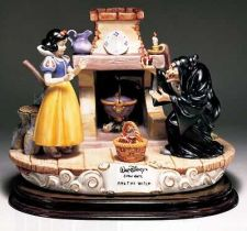 Buy Disney Snow White Witch with apple Capodimonte Laurenz C.O.A. Original Box