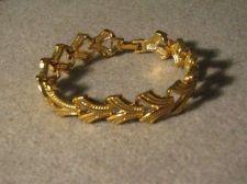 """Buy Gold tone bracelet w/ interlocking V style links... 7 1/2"""" #3071"""