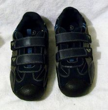 Buy EUC youth Cherokee athletic shoes size 5, suede leather/rubber combination