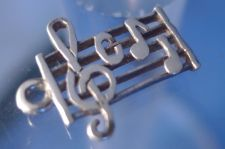 Buy vintage CHARM : UNMARKED SILVER MUSICAL NOTES