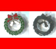 Buy vintage CHARM : HOLIDAY CHRISTMAS WREATH - ENAMEL - GREEN WHITE RED - STERLING