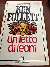 Buy Italy book Ken Follett : Un letto di leoni libro