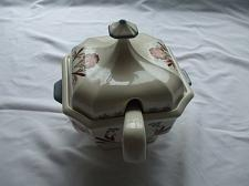Buy Gravy Boat for Soup Or Sauce with Lid And Ladle Made Of Ceramic Holds 10 Cups
