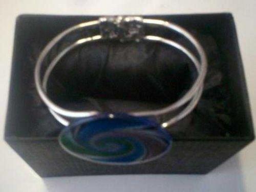 *~NIB Beautiful Unique Silver Tone Cuff bangle with glass decor