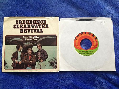 CREEDENCE CLEARWATER 45 RPM & PS SWEET HITCH-HIKER / DOOR TO DOOR VG++