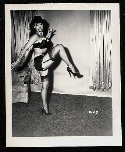 BETTY PAGE SEXY IN BLACK VINTAGE IRVING KLAW PHOTO 4X5 #8129
