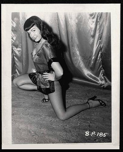 BETTY PAGE LEGGY LEGS HI HEELS POSE VINTAGE IRVING KLAW 4X5 BP-185