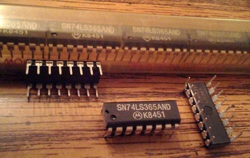 Lot of 25: Motorola SN74LS365AND