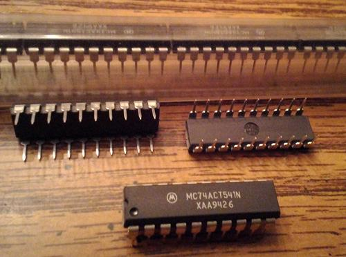 Lot of 18: Motorola MC74ACT541N