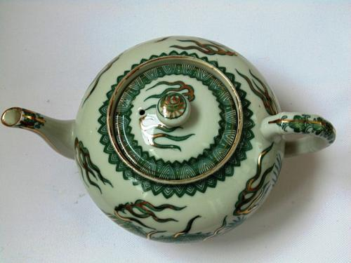 Japan Green Dragon with Gold Decoration Porcelain Tea Pot with Signature on the Botto