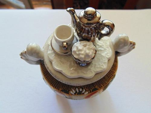 Fine Porcelain Satsuma Style Three Legs Vessel with One Leg Repaired