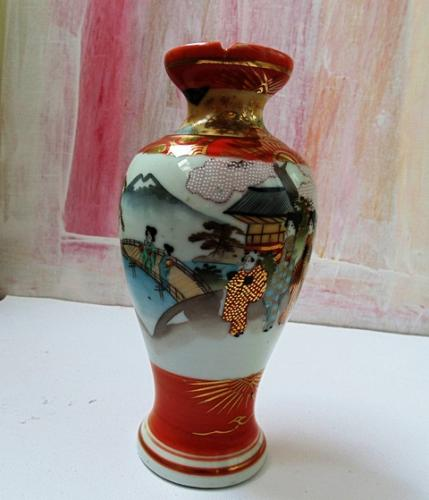 Exceptional Satsuma Japan Vase with Signature and Light Damage