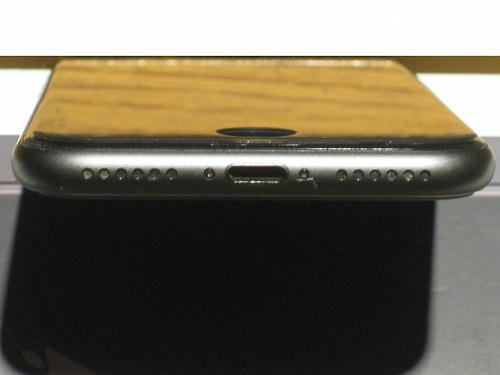 Near Perfecto 9.2/10 64gb Unlocked Iphone 8 (A1863) Bundle!!! Warranty 07/20