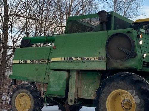 1984 John Deere 7720 Combine