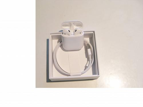Genuine Apple Airpods 2 w Protective case!