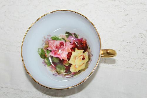 Vintage Stanley Orphan Teacup 3 Large Cabbage Roses Blue Background