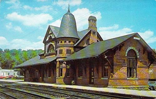 Baltimore and Ohio Railroad Station, Oakland, Maryland Vintage Postcard