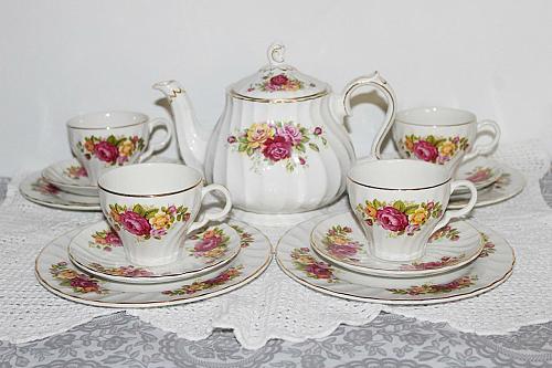 Wood & Sons Cottage Rose Tea Set, Teapot, Teacups, Saucers, Plates 14Pcs
