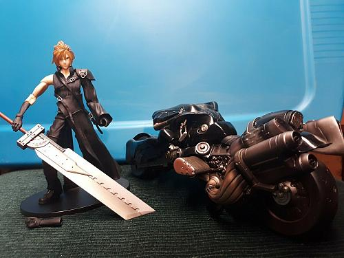 **Final Fantasy 7, Play Arts, Kai, Advent Children, Cloud Strife Figure + Fenrir