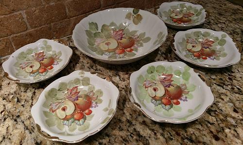 Vintage Set of 5 Gold Castle China Dessert/Fruit/Berry Bowls & Serving Bowl