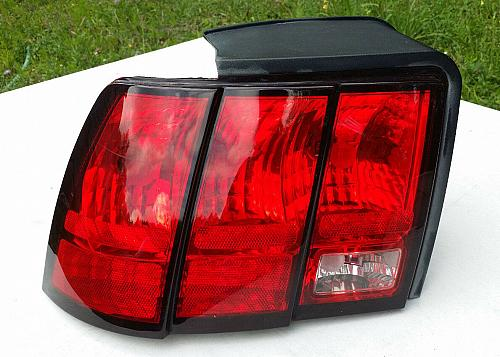 Ford Mustang LEFT SIDE Tail Light LH COMPLETE w WIRING and SOCKETS 1999 - 2004