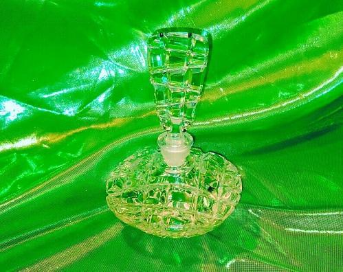 Vintage 1970's/1980's Leaded Glass Diamond Cut Art Deco perfume bottle W Topper