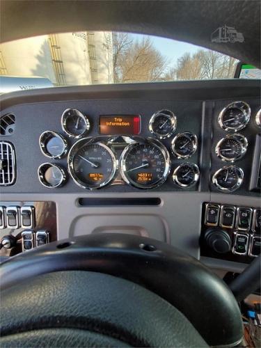 2017 Peterbilt 389 Semi Tractor