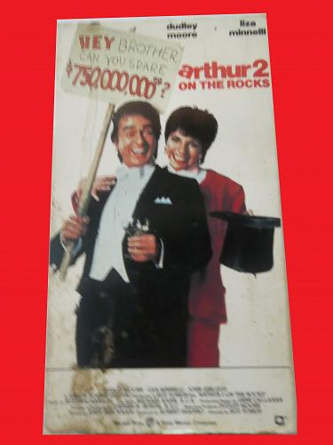 ARTHUR 2 ON THE ROCKS (VHS) DUDLEY MOORE (ROMANTIC COMEDY), PLUS FREE GIFT