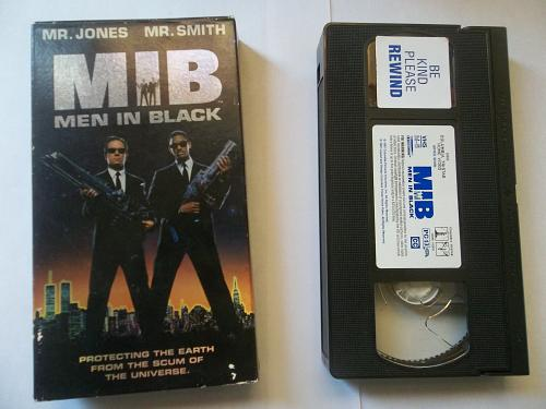 MEN IN BLACK, MIB (VHS) WILL SMITH, TOMMY LEE JONES (ACT,THRILL), PLUS FREE GIFT
