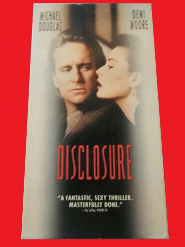 DISCLOSURE (VHS) MICHAEL DOUGLAS, DEMI MOORE (THRILLER/DRAMA), PLUS FREE GIFT