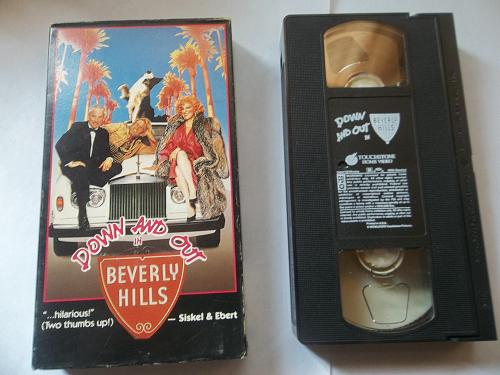 DOWN AND OUT IN BEVERLY HILLS (VHS) RICHARD DREYFUSS (COMEDY), PLUS FREE GIFT