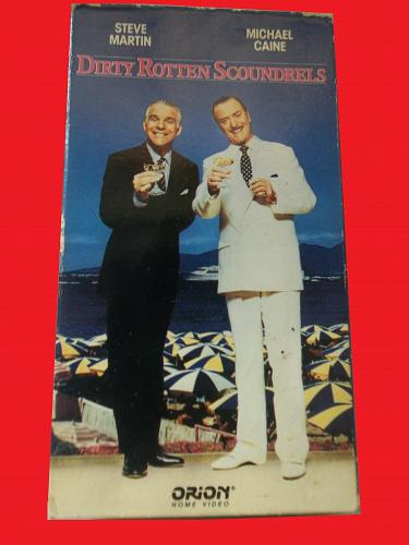 DIRTY ROTTEN SCOUNDRELS (VHS) STEVE MARTIN, MICHAEL CAINE (CMDY), PLUS FREE GIFT