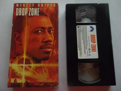DROP ZONE (VHS) WESLEY SNIPES (THRILLER/ADVENTURE/ACTION), PLUS FREE GIFT