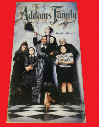 THE ADDAMS FAMILY (VHS) ANJELICA HUSTON (COMEDY/FAMILY), PLUS FREE GIFT