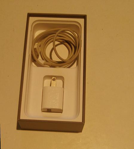 Near Perfecto 64gb Unlocked CDMA/GSM Iphone 8 (A1863) Bundle!!!