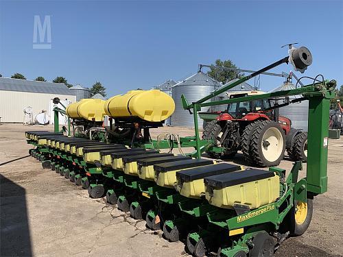 2001 John Deere 1780 MaxEmerge Planter For Sale in Fergus Falls, Minnesota 56537
