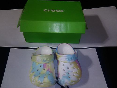 INFANT/TODDLER Crocs: BRAND NEW W/TAGS! Size 4 US Classic Tie Dye WITH FREE GIFT