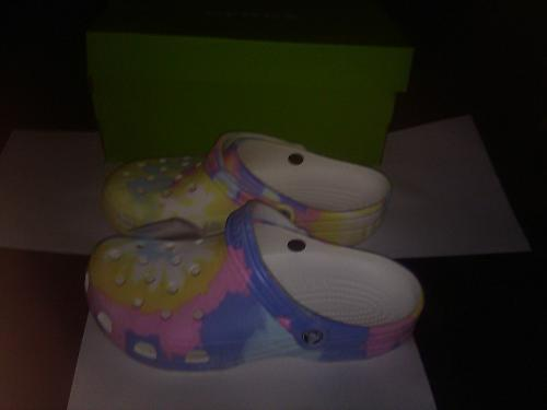 Adult Crocs BRAND NEW W/TAGS, Size 11 US Classic Tie Dye Graphic WITH FREE GIFT