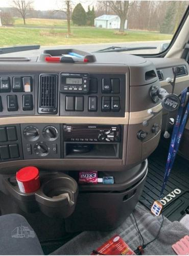 2017 Volvo VNL64T630 Semi Tractor For Sale in Greenleaf, Wisconsin 54126
