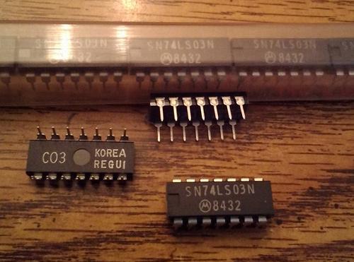 Lot of 13: Motorola SN74LS03N