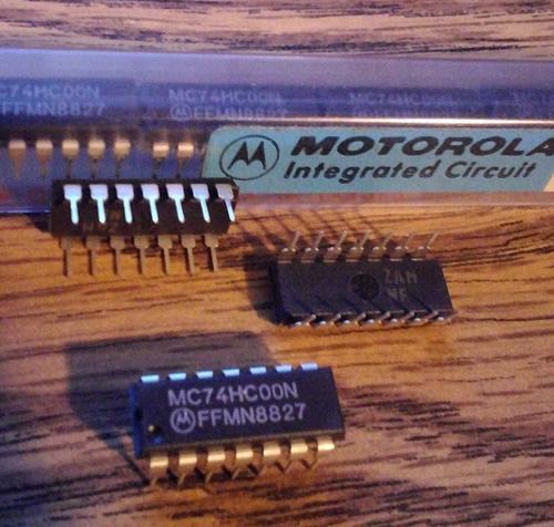 Lot of 22: Motorola MC74HC00N