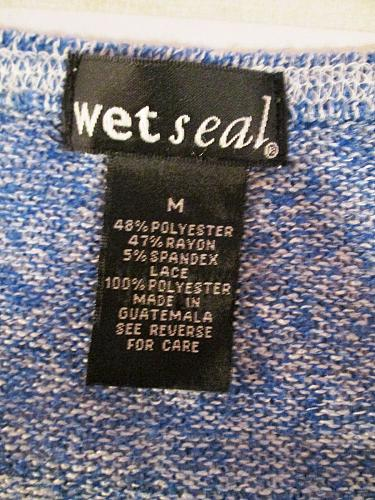 WET SEAL womens Medium L/S BLUE WHITE LACE FRONT STRETCH TOP BLOUSE (C)