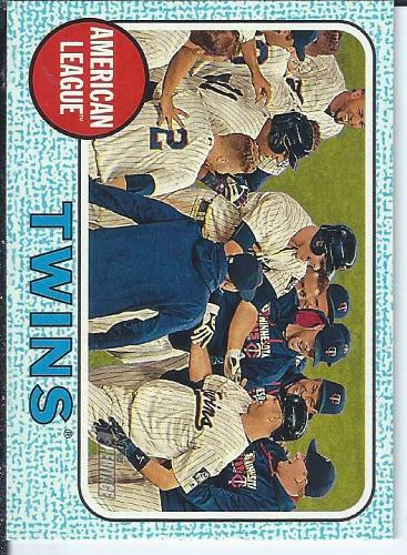 Twins Team Card 2017 Topps Heritage Blue Parallel