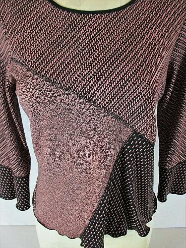 NOTATIONS womens Small 3/4 sleeve dusty rose black SCALLOP HEM stretch top (B8)